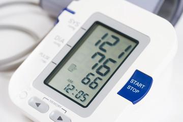 hvid blodtryksmåler